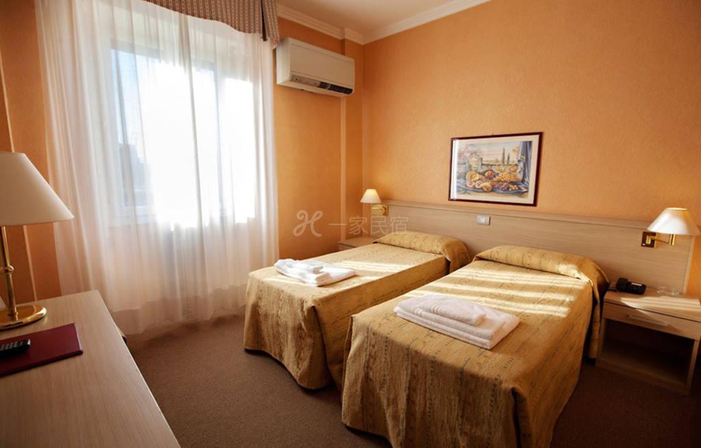 米兰大运河区 Hotel Dei Fiori酒店 双床房