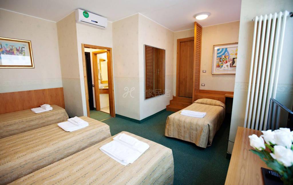 米兰大运河区 Hotel Dei Fiori酒店 四人间
