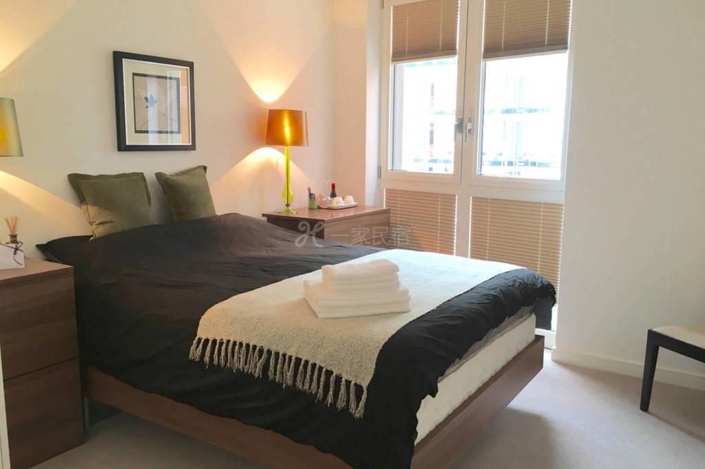 崭新公寓   双人床  主卧