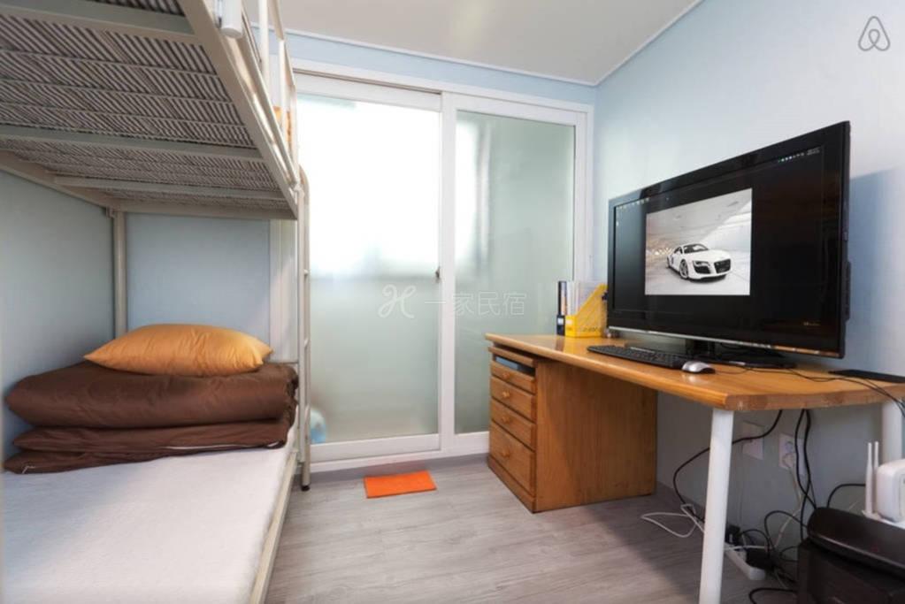 韩国首尔合住房间  2号床下铺