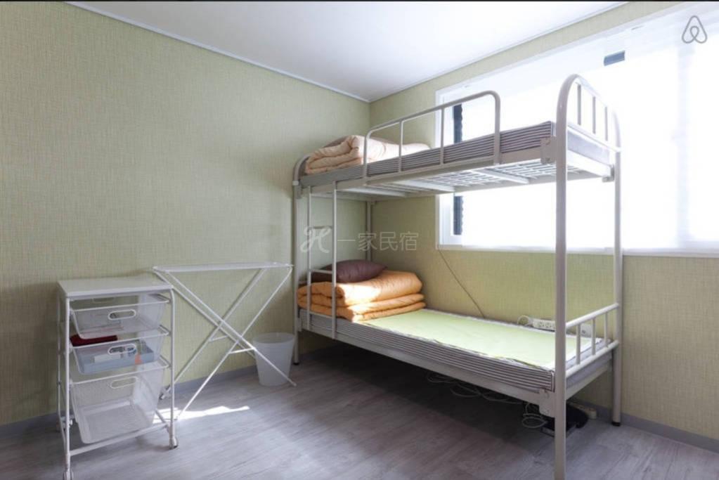 韩国首尔合住房间  3号床上铺