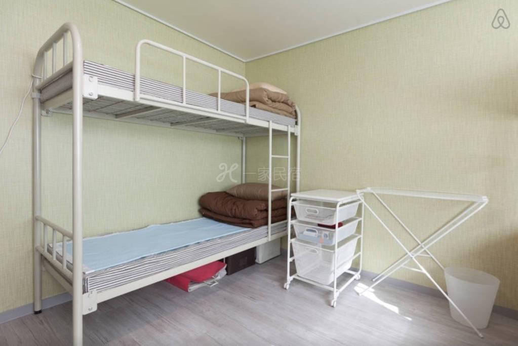 韩国首尔合住房间  1号床下铺