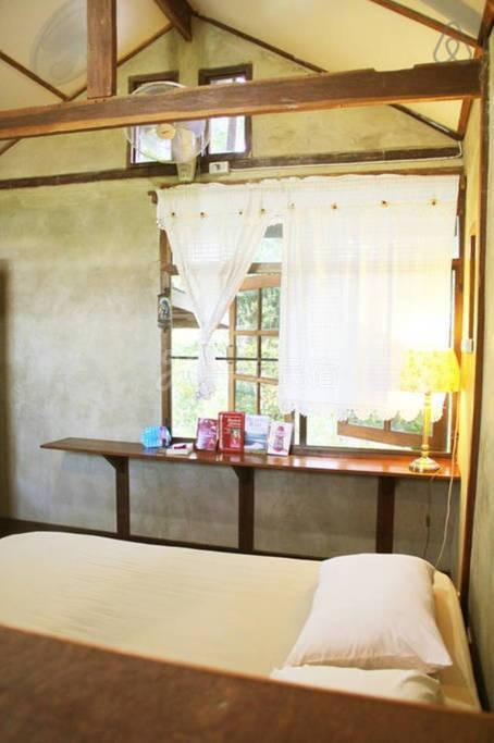 靠近皇后植物園和大象營 環境安靜 典型木屋結構 透氣涼爽  給你清涼的居住感受