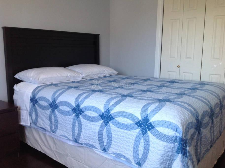 整洁宽敞明亮房间,独用在卧室外的大卫生间