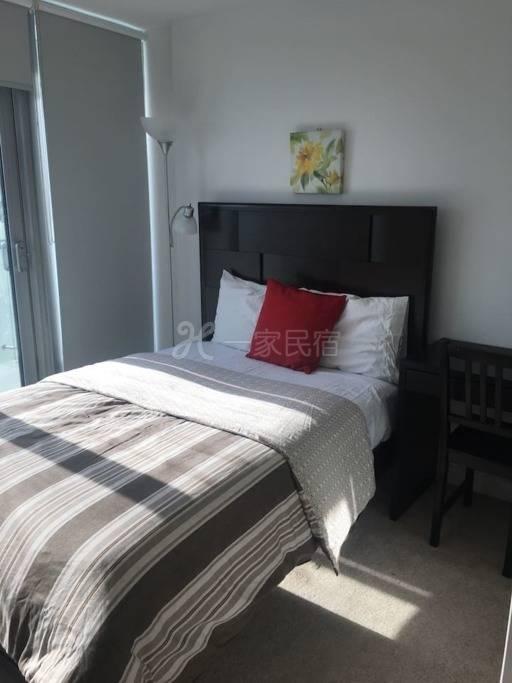 陽光充足的公寓房間1