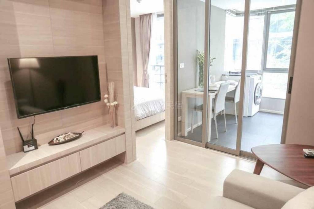 曼谷市中心Silom是隆,高級私人公寓一居,雙軌道步行至地鐵3分鐘,WIFI,智能電視,泳池,健身房