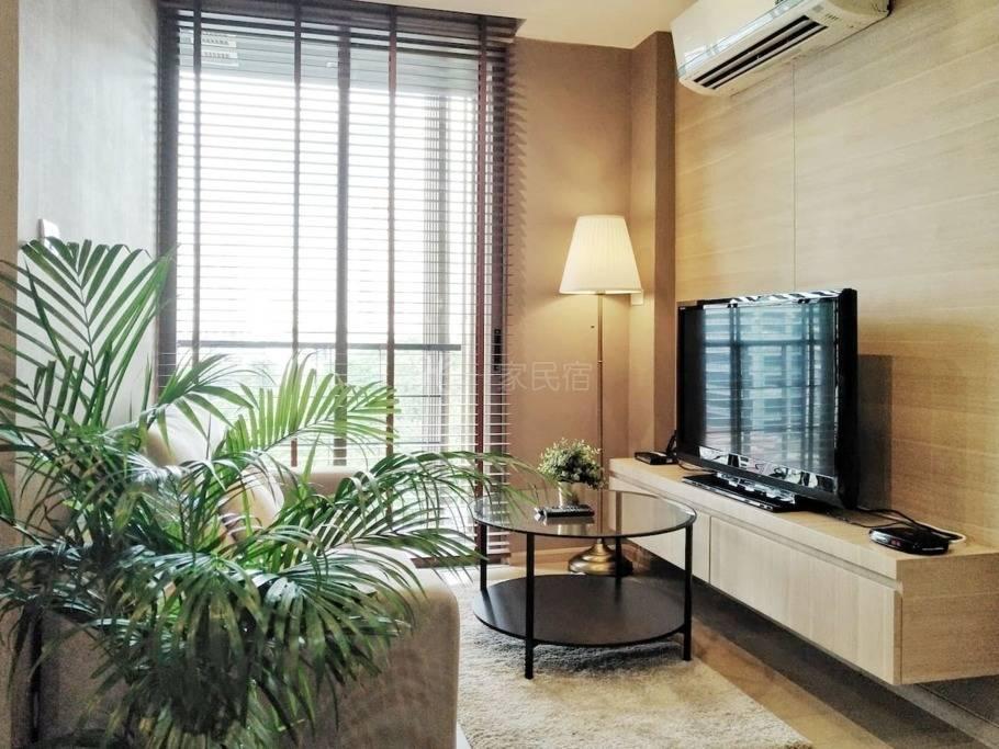 Silom是隆路 曼谷核心商圈 高级私人公寓 现代精致一居 WIFI 泳池健身房 轻松步行至天铁