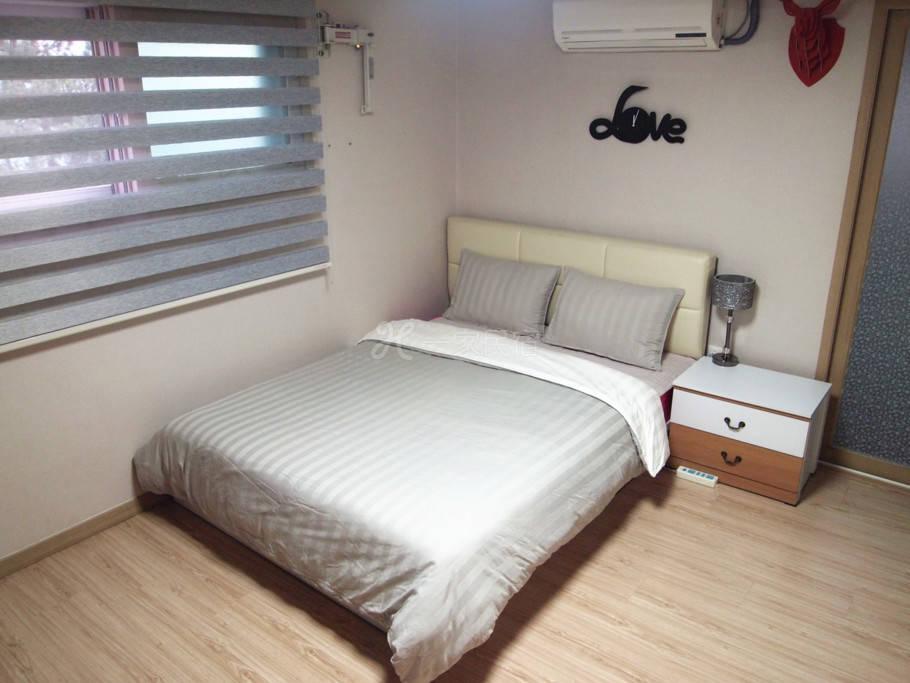 韩国首尔娃娃弘大民宿 公寓式独立厨卫大床房