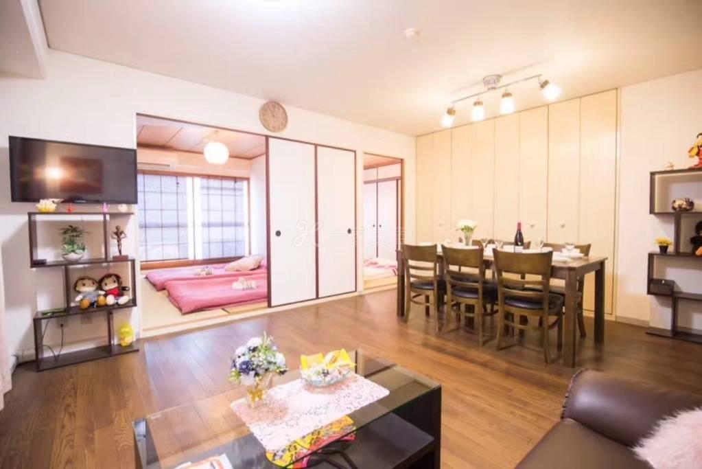 市中心黑门市场85平三房两厅夜景公寓
