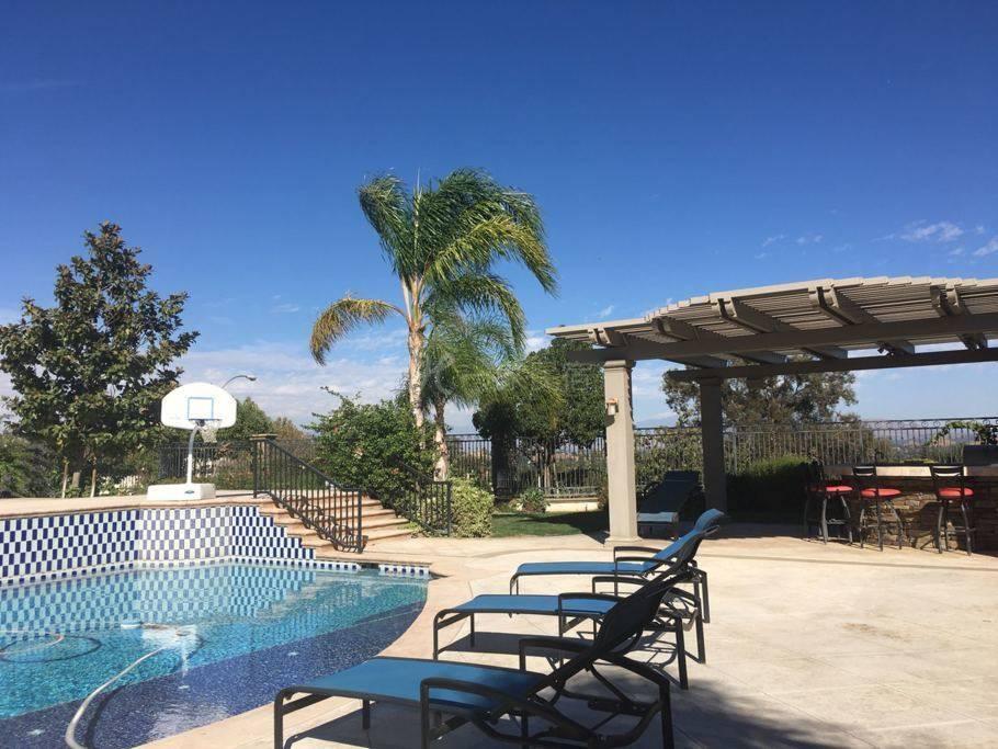 洛杉矶豪华花园泳池别墅整套(长短租)
