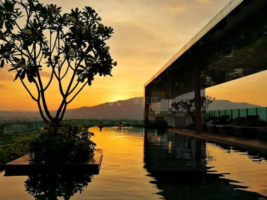 清迈市中心的豪华套房,屋顶有无边际游泳池