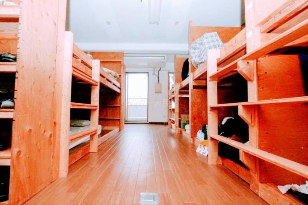 月租学生宿舍,交通方便。