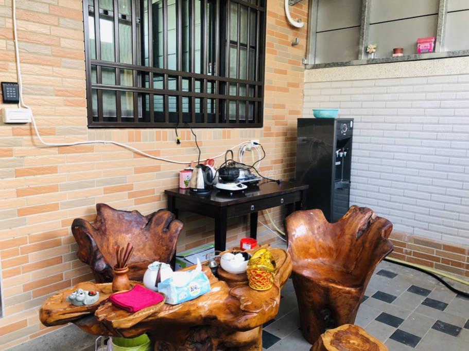 (副本)彩绘民宿,出自金门当地的画师画的的彩绘非常温馨有印象金气氛,浪漫幽静的环境。在金门大学裡面。