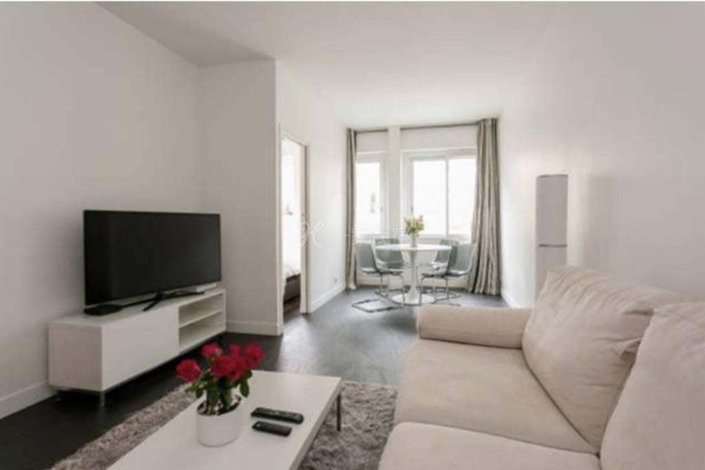 公寓位于巴黎香谢里大街 附近景点众多 出门步行可到 凯旋门、香街