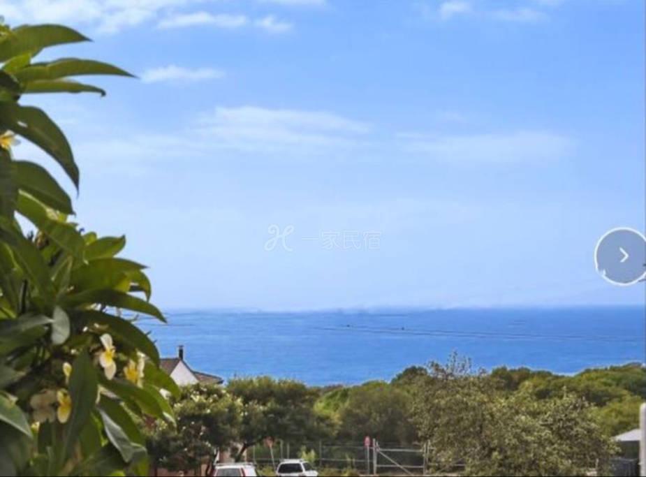 面朝大海 春暖花开 临靠 maroubre 海滩仅3分钟步行 白人区 主人中英文交流