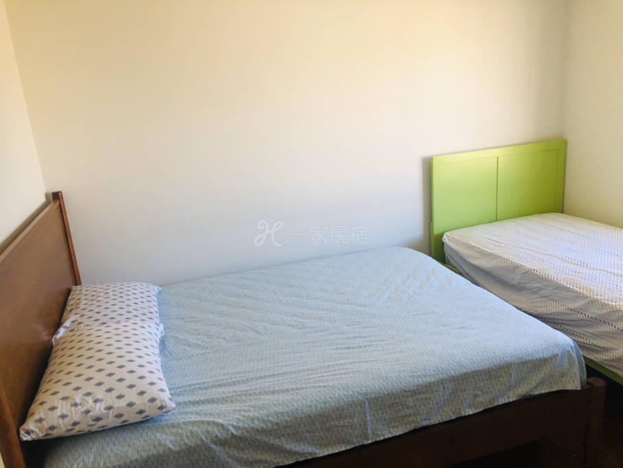 独立房间·标准双人床➕单人床 可住两个大人一个孩子