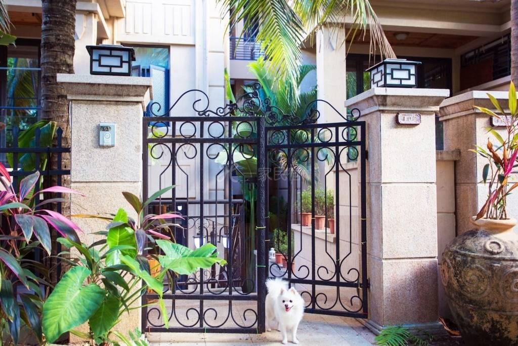 【初见民宿】A房含早餐接机,大海附近,带私家花园泳池小洋楼,交通便利我的家。