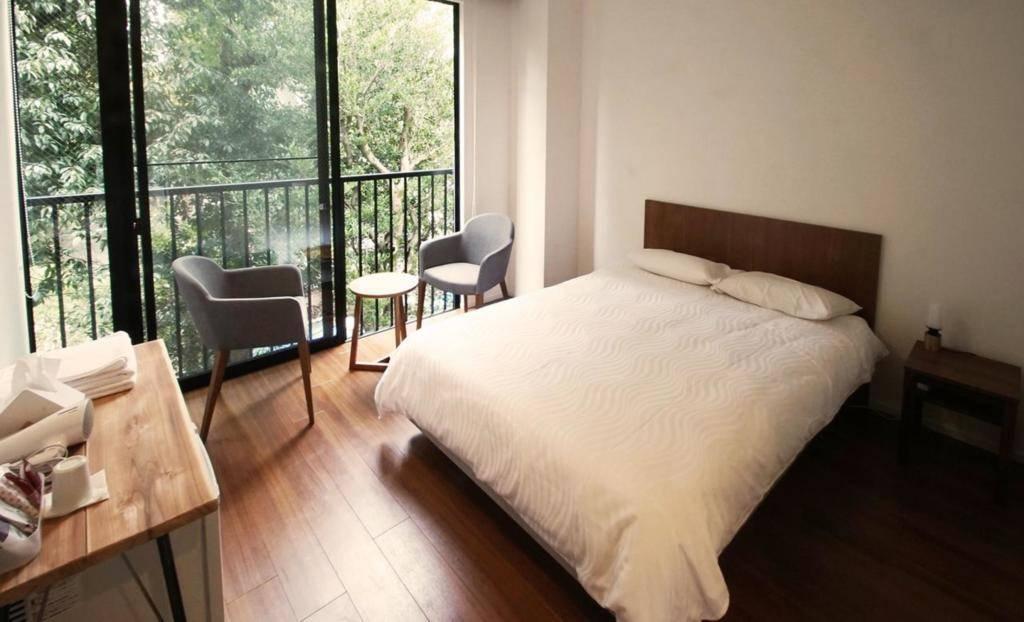 鸟青年旅馆 double bed room shared bathroom 有早