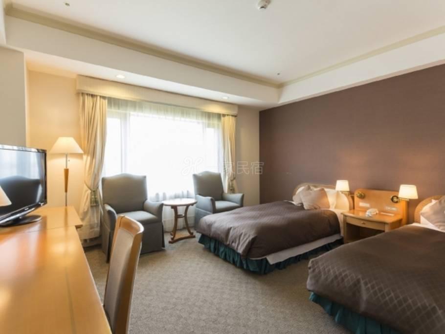华彩光丘饭店双床房忘却都市喧嚣,享尽雍容悠闲方案