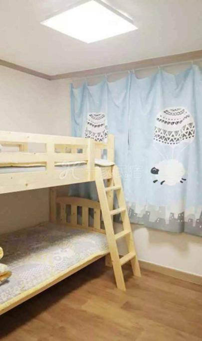 上下铺房间  江南区家庭旅馆