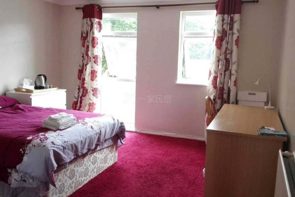 英国 铺着红地毯的一个大房间