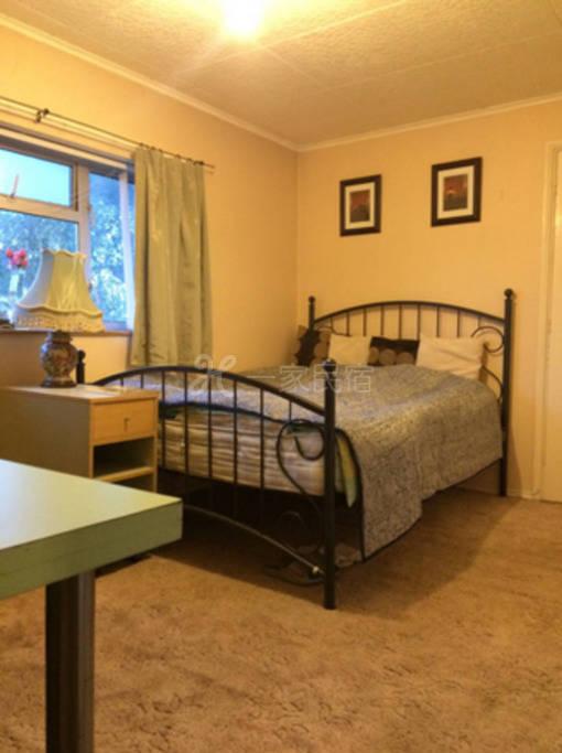 海丁顿又大又安静的主卧室