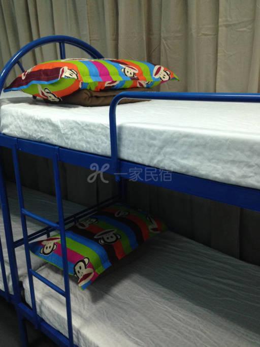 新加坡  超低下降价格!!!! 4床位家庭间