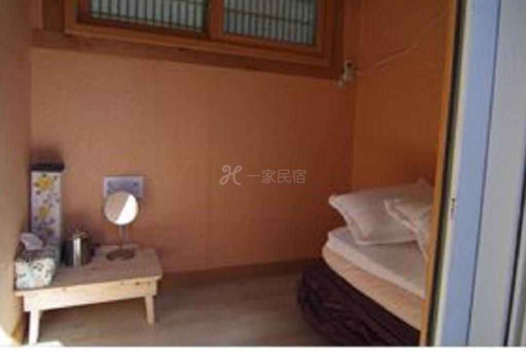 靠近市区 出行方便 传统的韩式房屋 让您感受韩国传统文化 直接入住