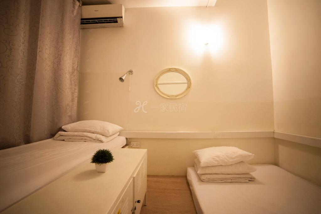 新加坡白阁青年精品旅馆 7-9人阁楼房