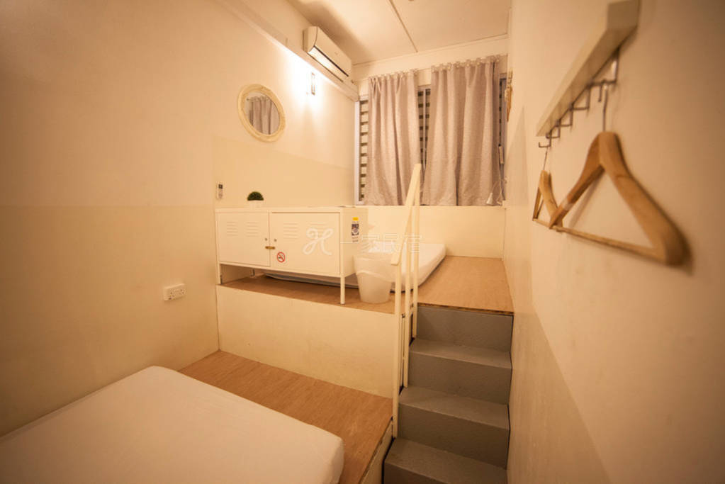 新加坡白阁青年精品旅馆 6人阁楼房