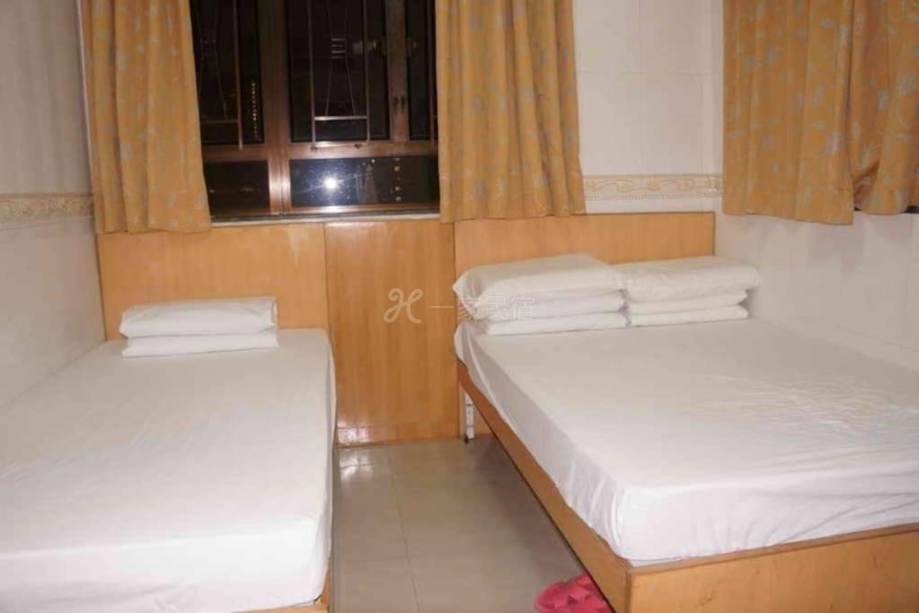 Rm01 - 一张双人床房
