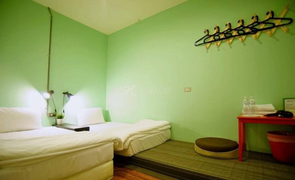 台北西门町DB House 双人宿舍 单人床 (共享卫浴)