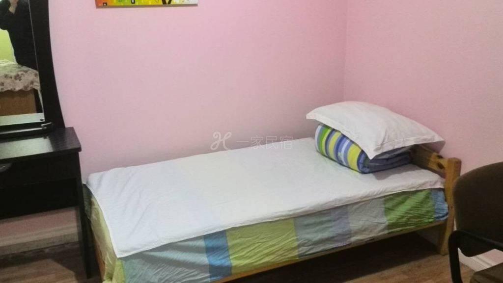 独立单人间睡房,共用卫生间。多伦多市中心