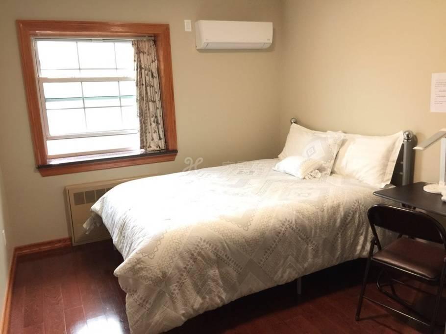 全新豪华卧室配有独立卫生间在法拉盛中心